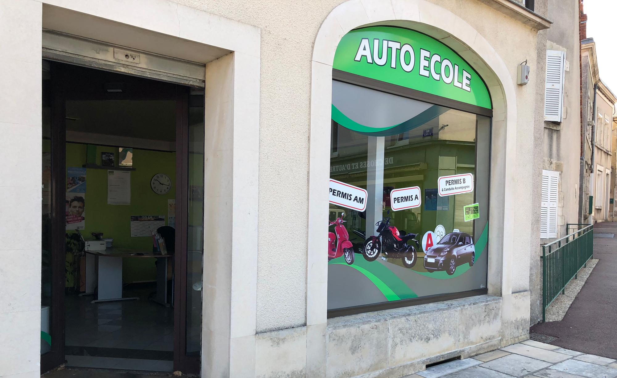 devanture de l'auto école des Aix d'Angillon.
