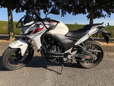 Honda CB 500F pour la formation au permis A2 de l'auto école des Aix d'Angillon.