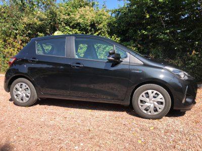 Toyota Yaris pour la formation au permis B78 ( boîte automatique) de l'auto école des Aix d'Angillon.