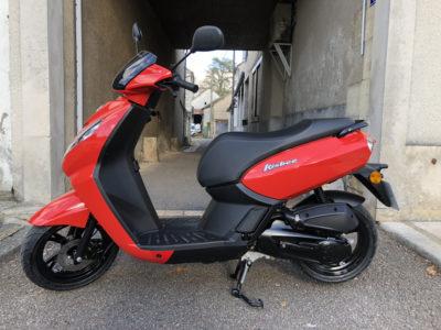 Scooter pour la formation au permis AM de l'auto école des Aix d'Angillon.